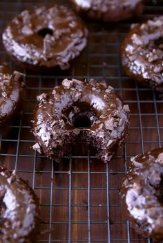 These Mexican donuts are essentially chocolate cinnamon donuts with a bit of a kick to them. These donuts are baked and are absolutely addicting! Donut Recipes, Mexican Food Recipes, Dessert Recipes, Haitian Recipes, Mexican Donuts Recipe, Breakfast Recipes, Mexican Desserts, Party Recipes, Brunch Recipes