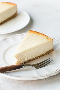 The most amazing cheesecake, baked without a water bath! Creamy, rich, dense and tall new New York cheesecake. Basic Cheesecake, Easy Cheesecake Recipes, Dessert Recipes, Biscoff Cheesecake, Homemade Cheesecake, Cheesecake Brownies, Savoury Cake, Graham Crackers, Tasty