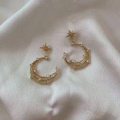 Starlight, star bright 🌙☁️✨ Add some magic into your everyday with our Zoe Crescent Studs 🕊 Tap To Shop Ear Jewelry, Dainty Jewelry, Cute Jewelry, Jewelry Accessories, Beaded Jewelry, Jewlery, Moon Jewelry, Fabric Jewelry, Jewelry Art