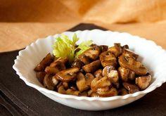 Шампиньоны по-гречески Простое блюдо из грибов — «Шампиньоны по-гречески», трудно сказать, что в нем греческого, но вегетарианское точно есть. Рецепт простой, спектр гарниров под грибы огромный — картошечка, рис, гречка или то, что вы любите!