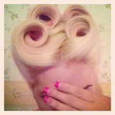 pin curls pin up hair Pin Up Hair, Love Hair, Gorgeous Hair, Pin Up Looks, Rockabilly Pin Up, Pin Curls, Retro Hairstyles, Good Hair Day, Pin Up Style