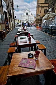 Cafe in alley across from Piazza di Santa Croce, Florence, Tuscany Beautiful World, Beautiful Places, The Places Youll Go, Cool Places To Visit, Holiday Places, Tuscany Italy, Florence Italy, Adventure Is Out There, Italy Travel