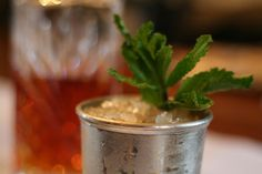 Derby party mint julep by Kelly Spalding #DerbyParty #KentuckyDerbyParty #MintJulep #SouthernEntertaining