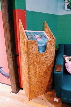 Magazine dispenser for UO Amsterdam