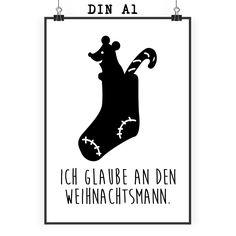 Poster DIN A1 Nikolaussocken aus Papier 160 Gramm  weiß - Das Original von Mr. & Mrs. Panda.  Jedes wunderschöne Poster aus dem Hause Mr. & Mrs. Panda ist mit Liebe handgezeichnet und entworfen. Wir liefern es sicher und schnell im Format DIN A2 zu dir nach Hause. Das Format ist 549 x 841 mm    Über unser Motiv Nikolaussocken  Der Brauch besagt, dass in der Nikolaus-Nacht der Nikolaus den braven Kindern etwas bringt. Vorfreudig hängen wir unseren Socken raus. Die Maus ist schon ganz…