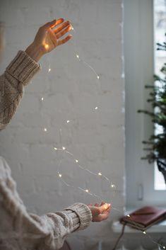 "lillyandleopard: ""via Katarzyna Tusk, Make Life Easier "" Christmas Lights Inside, Christmas Music, Christmas And New Year, Christmas Time, Country Christmas, New Interior Design, Interior Decorating, Twinkle Lights, Christmas Decorations"