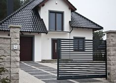 Ogrodzenie Skała Lubuska, pustak słupkowy. House Fence Design, House Outside Design, Door Gate Design, Bungalow House Design, Home Building Design, Building A House, Modern Villa Design, Craftsman Style House Plans, Architectural Design House Plans