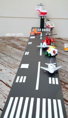 DIY cardboard airport toy to make for kids. Diy Crafts For Kids, Gifts For Kids, Kids Diy, Cool Diy, Easy Diy, Diy Karton, Non Toy Gifts, Cardboard Toys, Cardboard Crafts Kids