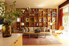 Elegant Floating Bookshelves mode Los Angeles Midcentury Living Room Remodeling ideas with beige countertop beige sofa beige throw pillow bookcase wall built-in bookcase built-in bookshelf oversized Tiny Living Rooms, Chic Living Room, Spacious Living Room, Living Room Modern, Living Room Designs, Bookshelves In Living Room, Bookshelves Built In, Bookcase Wall, Floating Bookshelves
