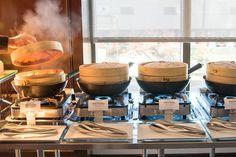 Traditional bamboo steamer baskets on the buffet at the Mandarin Oriental's weekend dim sum brunch buffet on Sunday Hotel Buffet, Brunch Buffet, Breakfast Buffet, Brunch Party, Brunch Wedding, Wedding Catering, Oriental Restaurant, Restaurant Bar, Wedding Buffet Displays