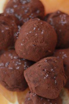 Lisää luettavaa:Karkkipäivä: Puolukkasuklaatryffelit (viljaton,…Karkkipäivä: Kaakaohuurretut pähkinät (viljaton,…Karkkipäivä: Puolukkafudge (viljaton, luonnollisesti…