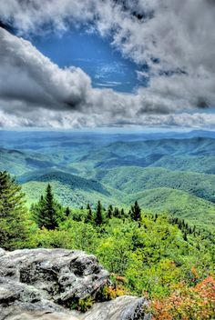 View from Devil's Courthouse - Blue Ridge Parkway near Asheville, NC. I absolutely love North Carolina! Places To Travel, Places To See, Natur Wallpaper, Beautiful World, Beautiful Places, Blue Ridge Parkway, Blue Ridge Mountains, Nc Mountains, North Carolina Mountains