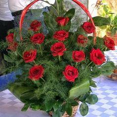 Imagine red roses