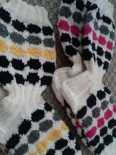 Yarn Crafts, Diy And Crafts, Marimekko, Knitting Socks, Knit Socks, Baby Knitting Patterns, Knitting Projects, Knitting Ideas, Mittens