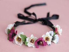 Tutorial fai da te: Come decorare un cerchietto con fiori di stoffa via DaWanda.com