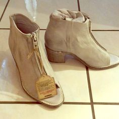 Diesel size 7.5 Diesel . 7.5 . Color is called white . Looks like white with a grey tint . Vintage look . Zipper in front . New with box . Leather . EUR 38! Diesel Shoes Ankle Boots & Booties