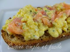 Tartine d'œufs brouillés au saumon fumé