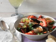 Shellfish and Sausage Chowder http://www.prevention.com/food/healthy-recipes/healthy-one-dish-dinners?slide=2