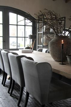 58 ideas farmhouse table grey farm house for 2019 Cottage Dining Rooms, Farmhouse Dining Chairs, Luxury Dining Room, Dining Table Chairs, Living Room Chairs, Dining Room Paint Colors, Dining Room Design, Image Deco, Dining Table Lighting