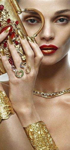 Gold Fashion, Fashion Beauty, Luxury Fashion, Lady Luxury, Women's Fashion, Shades Of Gold, Outerwear Women, All About Fashion, Fashion Colours