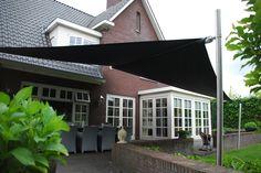 Soliday C automatisch oprolbaar terrasdoek, voorzien van wind zon-sensor.