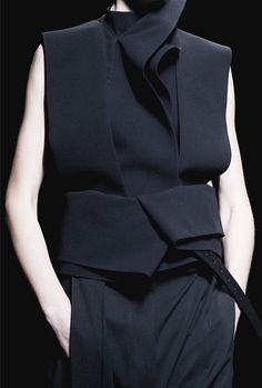 Sculptural tailoring with an elegant use of wrap & fold; fashion details // Haider Ackermann Spring 2013