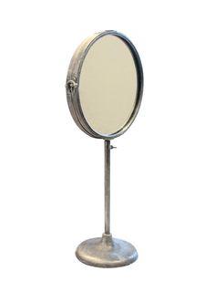 Standspiegel Super Spiegel fürs Badezimmer! Der Spiegel lässt sich aufklappen (so, dass man zwei Spiegel erhält), aber Neigungswinkel und Höhe bleiben gleich.