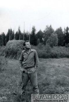 Иосиф Бродский во время сенокоса.1964 с.Норенское