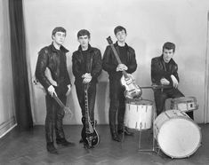 Very Hip Young Beatles; John Lennon, George Harrison, Paul McCartney & Pete Best Photo Session of The Beatles in the Beginning in 1961 Stuart Sutcliffe, Listen To The Beatles, Beatles One, Beatles Photos, Original Beatles, Beatles Bible, Beatles Guitar, Ringo Starr, Paul Mccartney