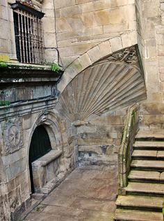 Near the Cathedral, Santiago de Compostela, Galicia, Spain. Beautiful Buildings, Beautiful Places, Places To Travel, Places To Visit, Masonry Work, The Camino, Fantasy Places, Portugal, Green Landscape