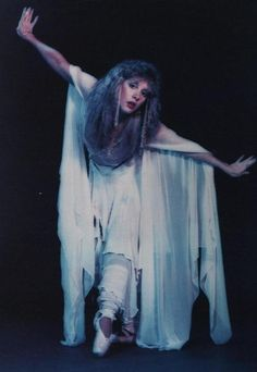 Stevie Nicks in POINTE SHOES <3