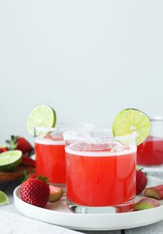 Rhubarb strawberry margaritas with silver tequila lime juice & homemade rhubarb-strawberry syrup. Tart-sweet and easy to make! Low Carb Cocktails, Summer Cocktails, Cocktail Drinks, Cocktail Recipes, Drink Recipes, Shot Recipes, Easy Cocktails, Summer Parties, Strawberry Rhubarb Recipes
