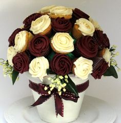 edible centerpiece made of cupcakes chocolate buttercream piped roses. Thought it was flowers at first! Cupcake Flower Bouquets, Flower Cupcakes, Cute Cupcakes, Cupcake Cookies, Edible Bouquets, Mocha Cupcakes, Party Cupcakes, Rose Cupcake, Strawberry Cupcakes