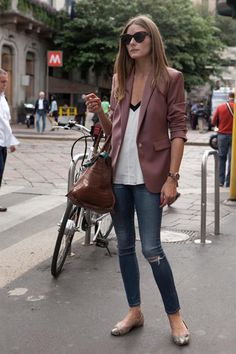 #OliviaPalermo Bag, skinny jeans, blazer & pumps #casual #look