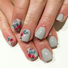 Floral elegance by Tram! Loving the Grey with floral accents! - Floral elegance by Tram! Loving the Grey with floral accents! … Floral elegance by Tram! Loving the Grey with floral accents! Get Nails, Fancy Nails, Love Nails, How To Do Nails, Pretty Nails, Hair And Nails, Accent Nails, Summer Nails, Spring Nails