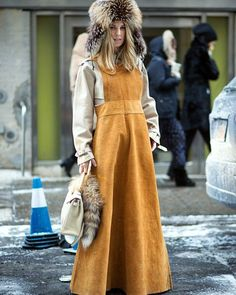 NYC Streets || Winter Chic ❄ #streetstyle #streetchic #streetlook #streetfashion #streetphotography #fashiongirls #fashion #fashionista #winter #mood #fur #chic #glam #look #ootd #daily #casual #trending #trends #camel #neutral #instastyle #instadaily #instafashion #nyc #nyfw #fashionblogger #style #stylish #styling