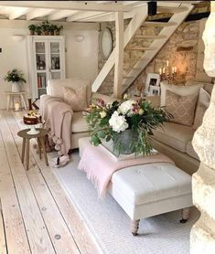 Cottage Living, New Living Room, Cottage Style, Home And Living, Living Room Decor, Living Spaces, Cottage Interiors, Shabby Chic Decor, Cozy House