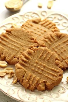 Flourless Peanut Butter Cookies - a classic cookie made from just 3 ingredients! Use plan approved sugar! Flourless Peanut Butter Cookies, Chocolate Chunk Cookies, Peanut Butter Cookie Recipe, Creamy Peanut Butter, Chocolate Peanut Butter, Cookie Recipes, Yummy Treats, Sweet Treats, 3 Ingredient Cookies