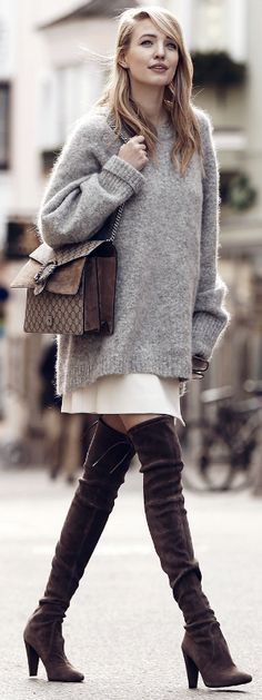 Try wearing an oversized knit sweater with a pale or pastel coloured skirt and overknee boots to get Leonie Sophie's autumn/winter feel. Sweater: H&M, Skirt: Pinko, Boots: Stuart Weitzman, Bag: Gucci.