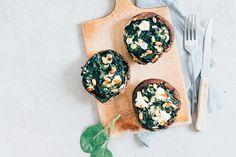 Dit is lekker en gezond. Een gevulde portobello met spinazie en geitenkaas uit de oven. Lekker als voorgerecht of als onderdeel van een hoofdgerecht.