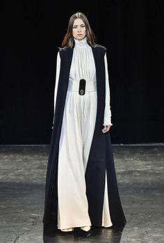 Stéphane Rolland, Fall-Winter 2017, Paris, Haute Couture Abaya Fashion, Muslim Fashion, Modest Fashion, Girl Fashion, Fashion Outfits, Haute Couture Dresses, Couture Fashion, Estilo Abaya, Classy And Fab