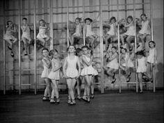 Tańca ucz się od małego!  PKF, 41/52  Tytuł pełny: U najmłodszych baletnic Data wydania: 1952-10-01 Czas trwania: 01:21