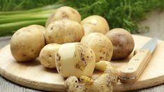 Ach, wäre doch immer Sommer, dann könnten wir jederzeit den umwerfend köstlichen Salat von Simon Tress genießen. Er kombiniert Bratkartoffeln mit fruchtigen Tomaten und Feta.