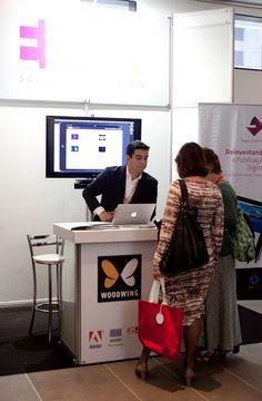 Luiz Silveira, Diretor de Marketing da EPYX, recebe visitantes do Fórum Aner 2013 em estande da empresa. Foto: Patricia Bruni.