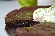 Tahini-suklaakakku. Tahini, Steak, Desserts, Food, Tailgate Desserts, Deserts, Essen, Steaks, Postres