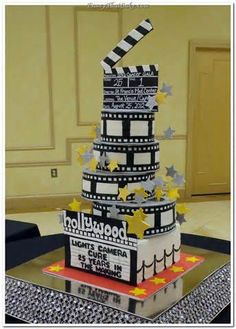 movie coming soon in cinema Deco Cinema, Cinema Party, Hollywood Cake, Hollywood Theme, Film Cake, Sweet 16 Cakes, Fancy Cakes, Creative Cakes, Themed Cakes