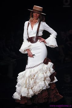 2012 Flamenco Dress by Margarita Friere Beauty And Fashion, Fashion Mode, Moda Fashion, Fashion Outfits, Spanish Dress, Spanish Dancer, Spanish Style, Flamenco Costume, Flamenco Dancers