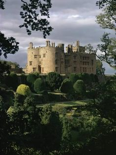 Powis Castle is a medieval castle fortress & grand country mansion located near the town of Welshpool in Powys Mid Wales . Welsh Castles, English Castles, Beautiful Castles, Beautiful Places, Palaces, United Kingdom Image, Medieval Castle, South Wales, Wales Uk