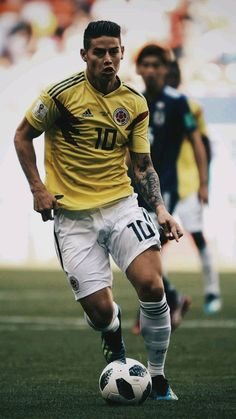 Soccer Guys, Football Soccer, Football Players, James Rodriguez, Football Is Life, Football Wallpaper, Running, Entertainment, Soccer Players