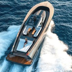 alen yacht packages an abundance of luxury amenities into motorboat Sport Yacht, Yacht Boat, Yacht Design, Boat Design, Speed Boats, Power Boats, Auto Girls, Small Yachts, Sports Nautiques